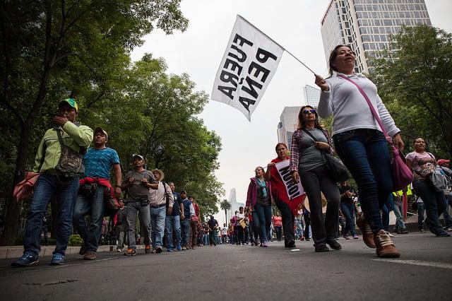 Maestras salen a las calles para exigir fin a la violencia contra las y los docentes en Oaxaca y para rechazar la Reforma Educativa