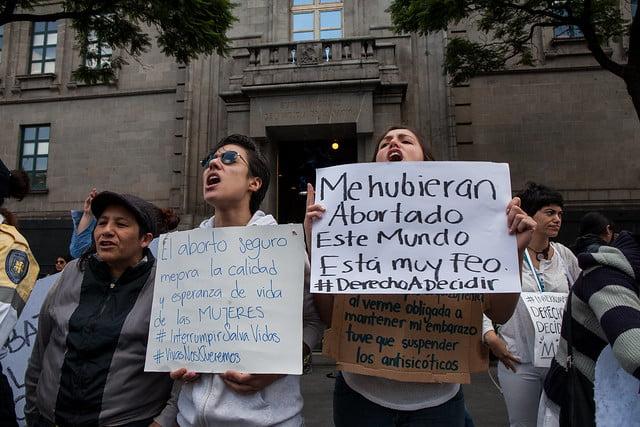 Feministas frente a la Suprema Corte exigen el Derecho a Decidir de las mujeres