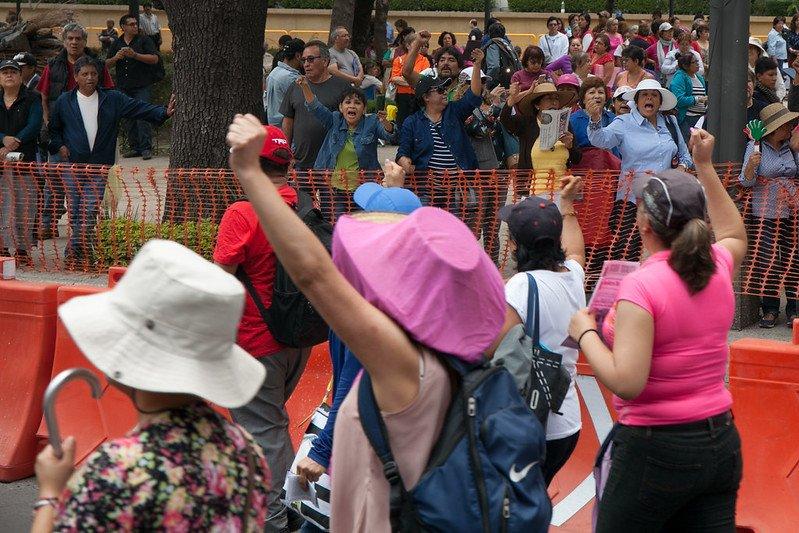 Maestras integrantes de la Coordinadora Nacional de Trabajadores de la Educación realizaron una marcha marcharon este Día del maestro para exigir mejores condiciones laborales para el gremio